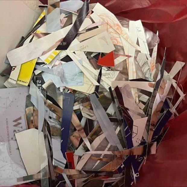 Kết cục của 1 ngôi sao gãy cánh: Tấm ảnh fan từng tranh nhau mua giờ thành khăn trải bàn lượm từ bãi rác? - Ảnh 5.