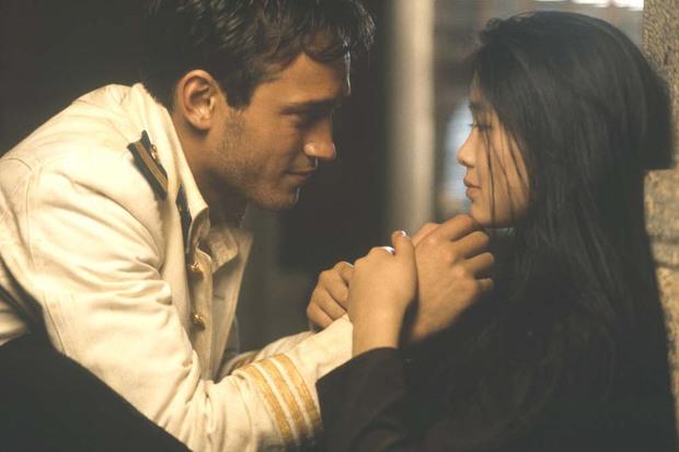 1 phim về Việt Nam của Pháp đẹp kinh hoàng đang khiến netizen choáng váng: Chuẩn từ văn hóa đến trang phục, lại còn thắng Oscar! - Ảnh 2.