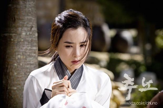 4 mỹ nhân Hàn bị chỉ trích vì quá đẹp trên phim: Yoona đóng xác chết vẫn xinh ngất, tức cười nhất là số 2 - Ảnh 6.