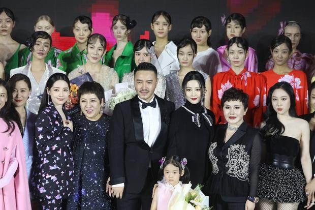 Sự kiện hot nhất Cbiz hôm nay: Phạm Băng Băng khoe khí chất đẳng cấp, đè bẹp vợ và con dâu trùm mafia Hong Kong khét tiếng - Ảnh 2.