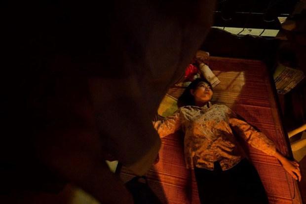 Loạt cảnh nóng đốt mắt của truyền hình Việt: Sốc nhất là màn cưỡng bức người ở của mợ Hai Cao Thái Hà - Ảnh 10.