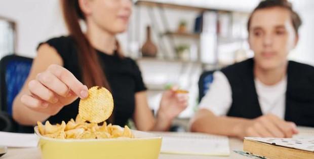 5 loại thực phẩm gây hại cho phổi hơn cả thuốc lá mà hầu hết mọi người đều phát mê, không thể bỏ được - Ảnh 5.