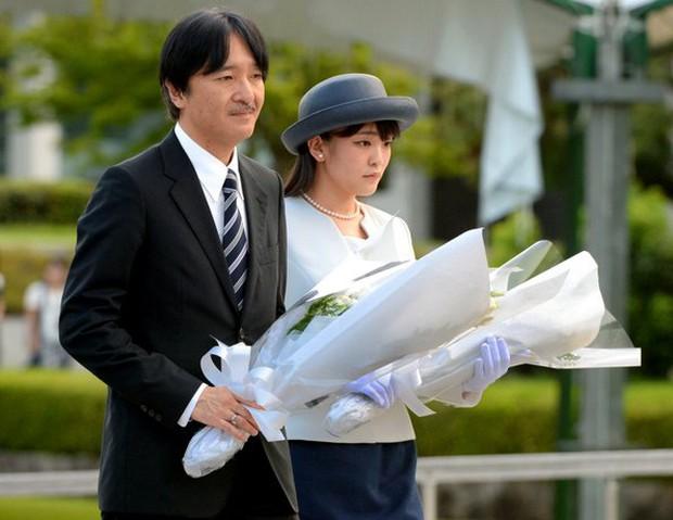Công chúa Nhật kết hôn không chỉ bị toàn quốc phản đối, chính cha mẹ đẻ còn có thái độ cực kỳ căng thẳng với con rể tương lai - Ảnh 2.