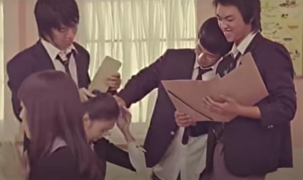 Diễn viên nhí bị bắt nạt trong MV trở thành idol xinh như búp bê sau 14 năm, từng bị netizen chỉ trích vì vô ơn với thành viên trong nhóm? - Ảnh 3.