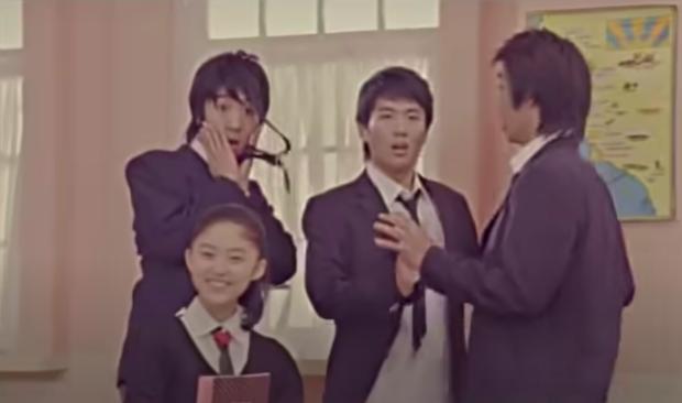 Diễn viên nhí bị bắt nạt trong MV trở thành idol xinh như búp bê sau 14 năm, từng bị netizen chỉ trích vì vô ơn với thành viên trong nhóm? - Ảnh 4.