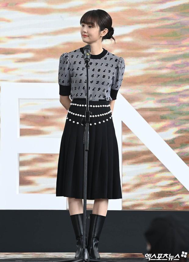 Dàn sao đổ bộ lễ ra mắt phim ở LHP Busan: Hươu cao cổ Lee Kwang Soo như người khổng lồ, Han So Hee đẹp phát sáng cả sân khấu - Ảnh 11.