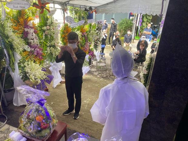 Trịnh Kim Chi tiều tuỵ, buồn bã trong tang lễ mẹ ruột, Long Nhật thành kính đến chia buồn - Ảnh 5.