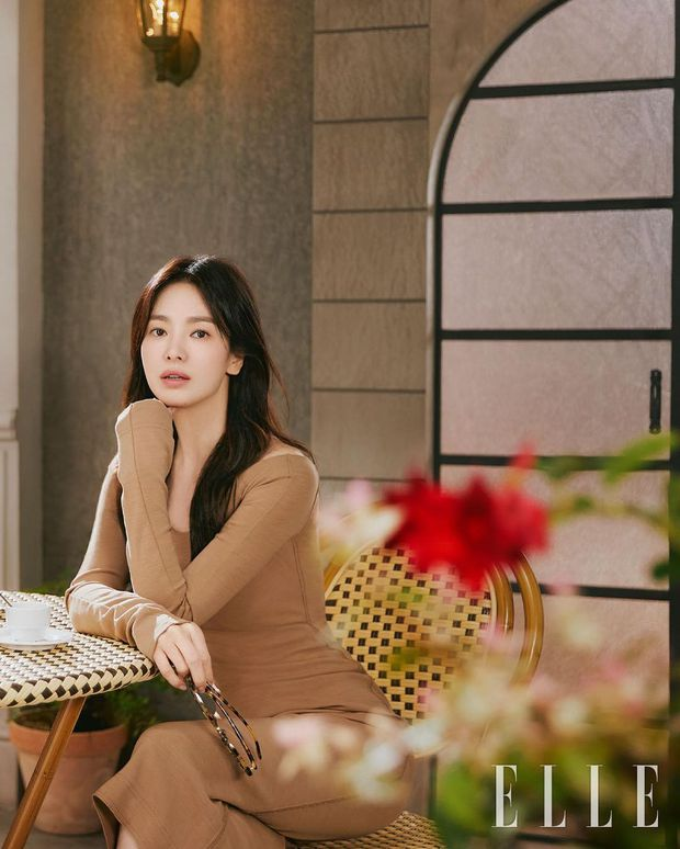 """Song Hye Kyo tung bộ ảnh """"bung xoã"""" visual: Chẳng biết có """"khịa"""" Song Joong Ki không nhưng đẹp… quá đà lắm rồi! - Ảnh 4."""