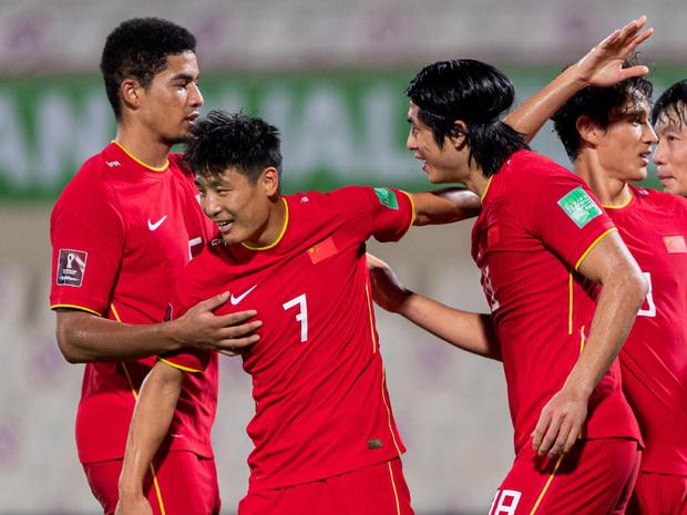 Thi đấu vô cùng quả cảm, đội tuyển Việt Nam vẫn phải nhận thất bại 2-3 trước Trung Quốc theo một kịch bản nghiệt ngã - Ảnh 3.