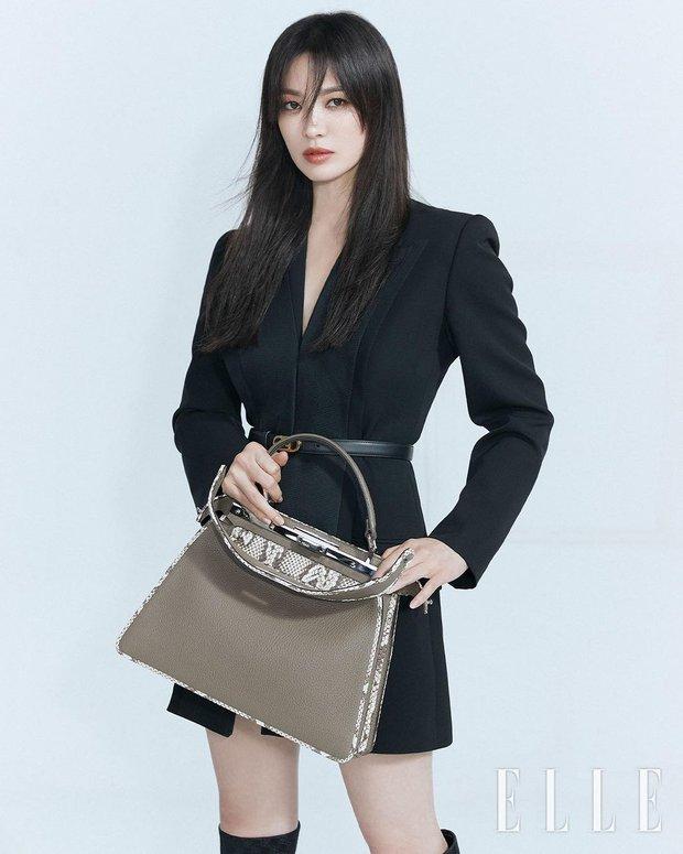 """Song Hye Kyo tung bộ ảnh """"bung xoã"""" visual: Chẳng biết có """"khịa"""" Song Joong Ki không nhưng đẹp… quá đà lắm rồi! - Ảnh 2."""