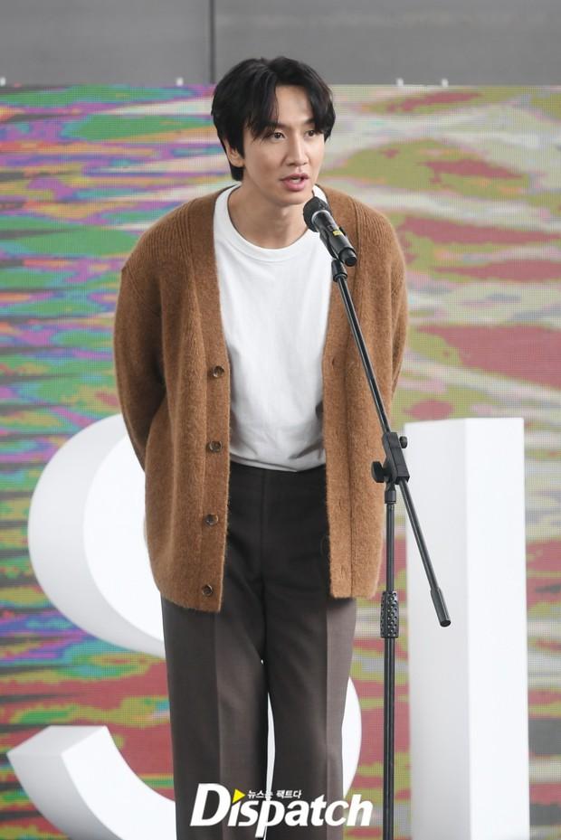 Dàn sao đổ bộ lễ ra mắt phim ở LHP Busan: Hươu cao cổ Lee Kwang Soo như người khổng lồ, Han So Hee đẹp phát sáng cả sân khấu - Ảnh 7.