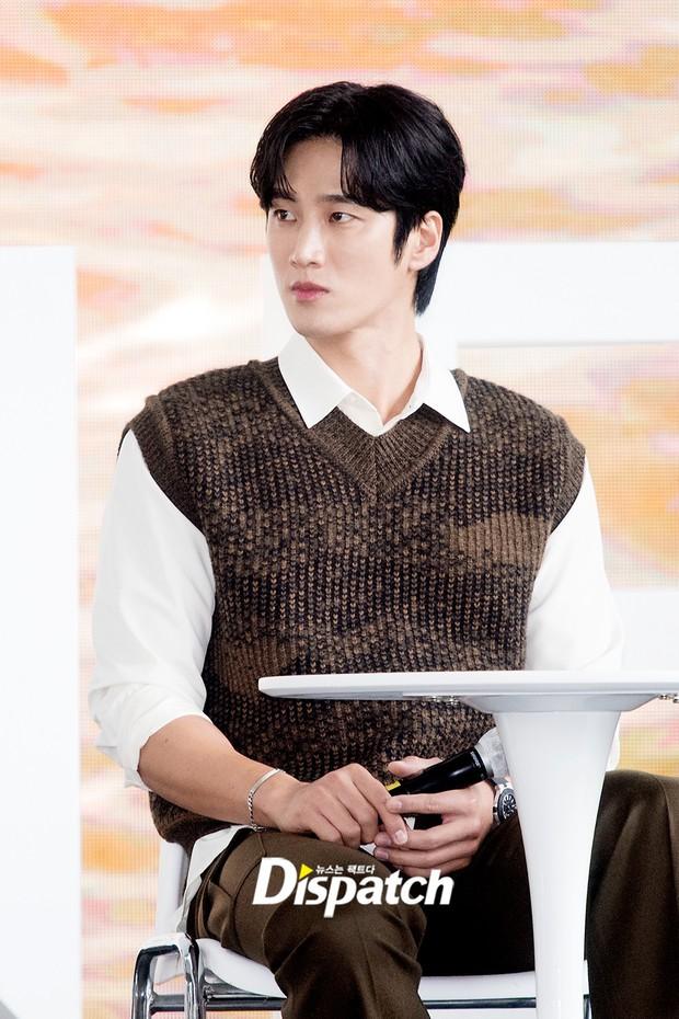 Dàn sao đổ bộ lễ ra mắt phim ở LHP Busan: Hươu cao cổ Lee Kwang Soo như người khổng lồ, Han So Hee đẹp phát sáng cả sân khấu - Ảnh 18.