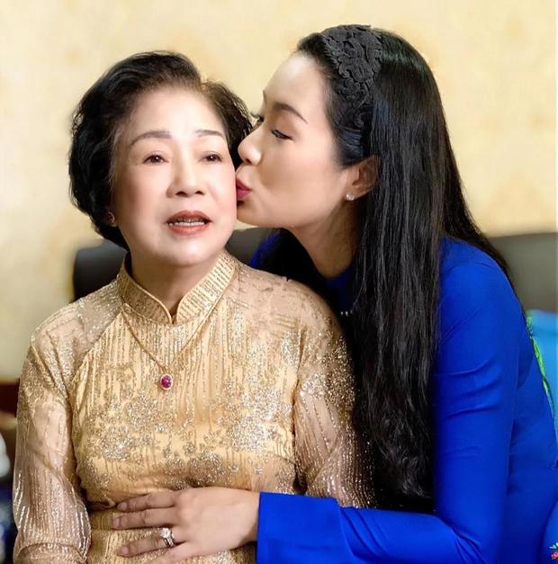 Trịnh Kim Chi tiều tuỵ, buồn bã trong tang lễ mẹ ruột, Long Nhật thành kính đến chia buồn - Ảnh 7.