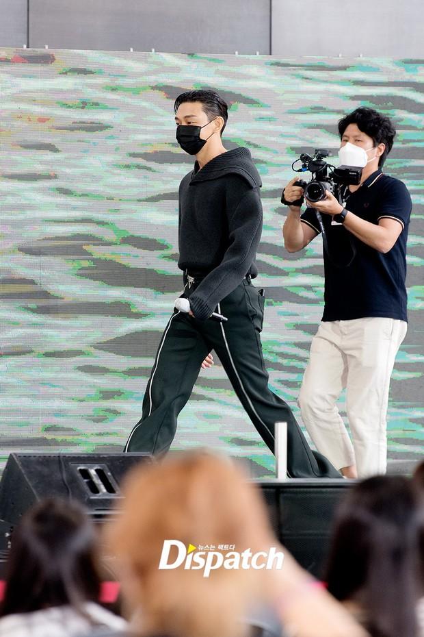 Dàn sao đổ bộ lễ ra mắt phim ở LHP Busan: Hươu cao cổ Lee Kwang Soo như người khổng lồ, Han So Hee đẹp phát sáng cả sân khấu - Ảnh 8.