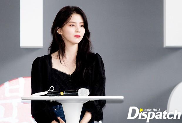 Dàn sao đổ bộ lễ ra mắt phim ở LHP Busan: Hươu cao cổ Lee Kwang Soo như người khổng lồ, Han So Hee đẹp phát sáng cả sân khấu - Ảnh 4.