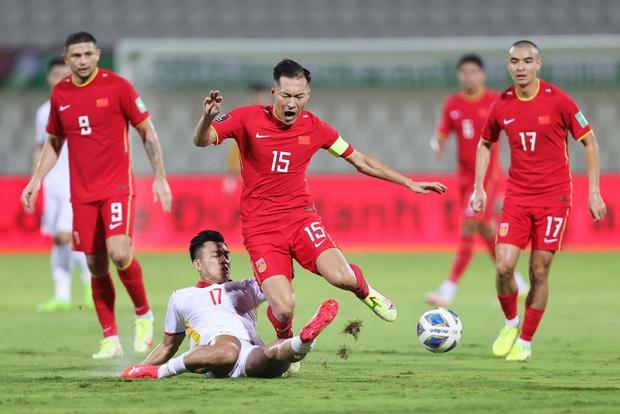 Thi đấu vô cùng quả cảm, đội tuyển Việt Nam vẫn phải nhận thất bại 2-3 trước Trung Quốc theo một kịch bản nghiệt ngã - Ảnh 2.