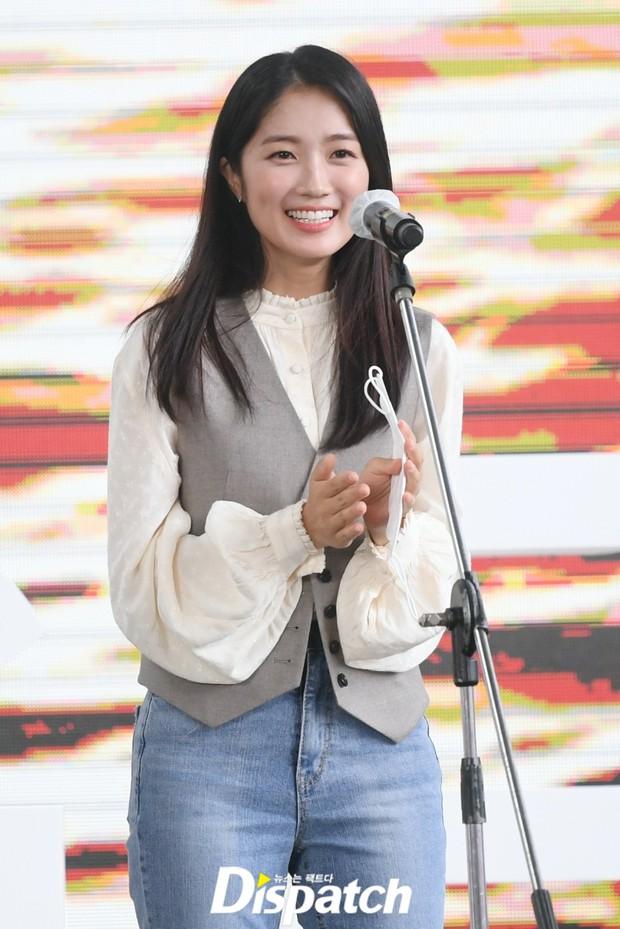 Dàn sao đổ bộ lễ ra mắt phim ở LHP Busan: Hươu cao cổ Lee Kwang Soo như người khổng lồ, Han So Hee đẹp phát sáng cả sân khấu - Ảnh 17.