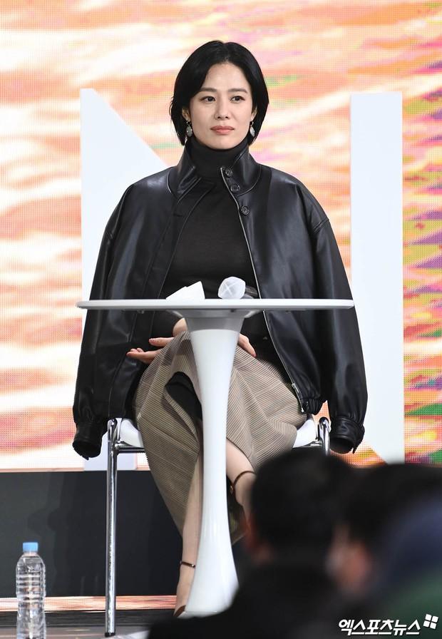 Dàn sao đổ bộ lễ ra mắt phim ở LHP Busan: Hươu cao cổ Lee Kwang Soo như người khổng lồ, Han So Hee đẹp phát sáng cả sân khấu - Ảnh 13.