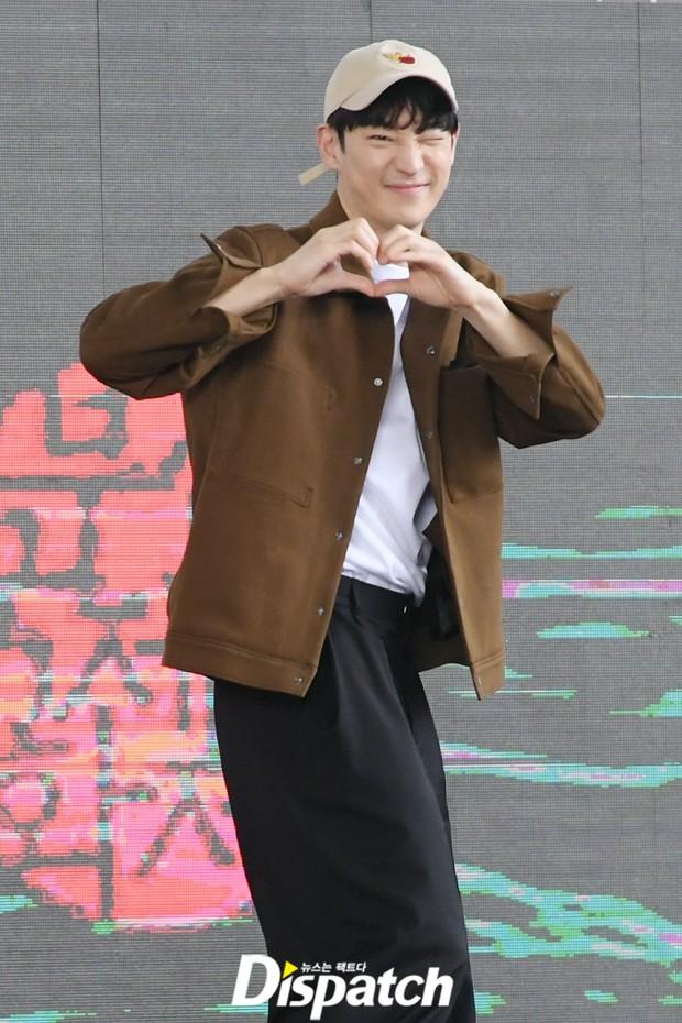Dàn sao đổ bộ lễ ra mắt phim ở LHP Busan: Hươu cao cổ Lee Kwang Soo như người khổng lồ, Han So Hee đẹp phát sáng cả sân khấu - Ảnh 19.