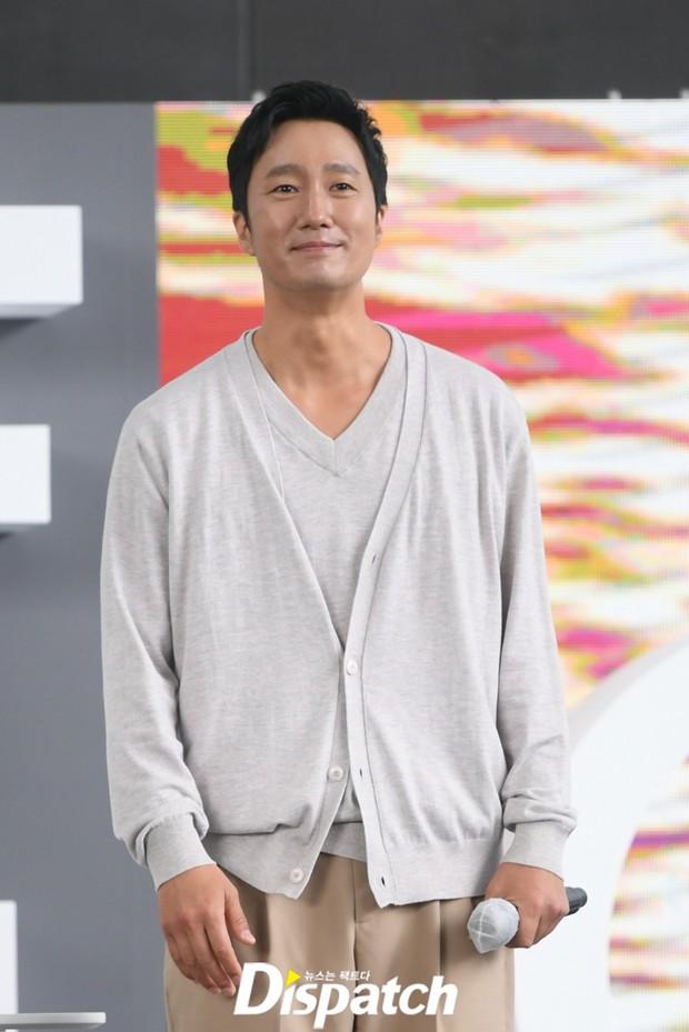 Dàn sao đổ bộ lễ ra mắt phim ở LHP Busan: Hươu cao cổ Lee Kwang Soo như người khổng lồ, Han So Hee đẹp phát sáng cả sân khấu - Ảnh 21.
