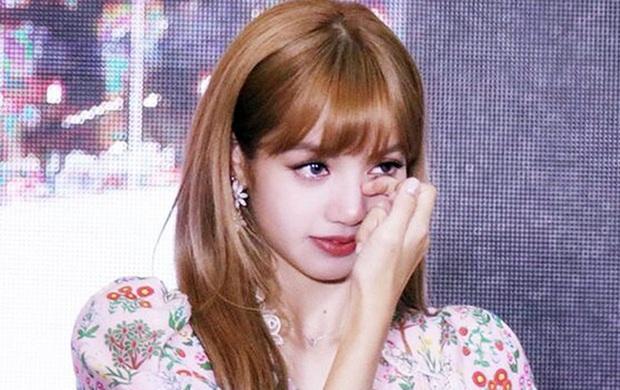 Trước khi bị YG kìm hãm hoạt động, Lisa từng phải mặc lại đồ vũ công Jennie, tố ăn cắp hay miệt thị khiến cả Thái Lan dậy sóng - Ảnh 13.