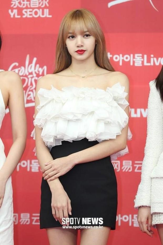 Trước khi bị YG kìm hãm hoạt động, Lisa từng phải mặc lại đồ vũ công Jennie, tố ăn cắp hay miệt thị khiến cả Thái Lan dậy sóng - Ảnh 14.