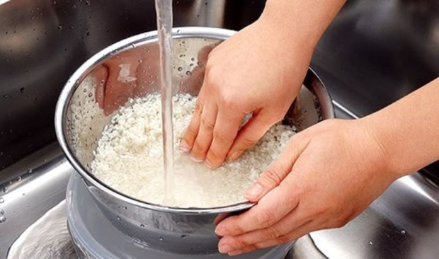 Có một thói quen khi nấu cơm được chị em rất ưa chuộng nhưng chuyên gia cảnh báo mất hết chất dinh dưỡng, thậm chí dễ mắc bệnh mãn tính - Ảnh 1.