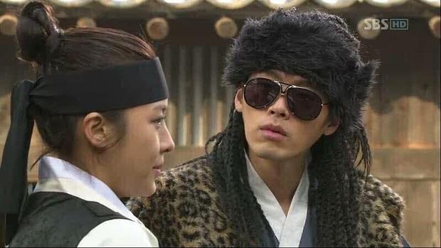 Trước khi làm anh xã cực phẩm của Son Ye Jin, Hyun Bin từng có loạt tạo hình muốn chôn sống trên màn ảnh - Ảnh 7.