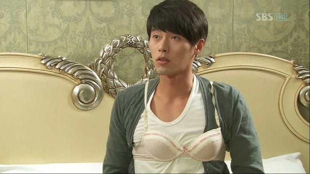 Trước khi làm anh xã cực phẩm của Son Ye Jin, Hyun Bin từng có loạt tạo hình muốn chôn sống trên màn ảnh - Ảnh 9.