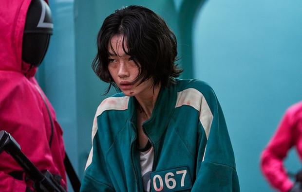 10 sự thật sốc óc đằng sau Squid Game: Mỹ nữ Bắc Hàn suýt mất vai vì 1 lý do, hậu trường trò đi trên kính tột cùng sợ hãi! - Ảnh 2.