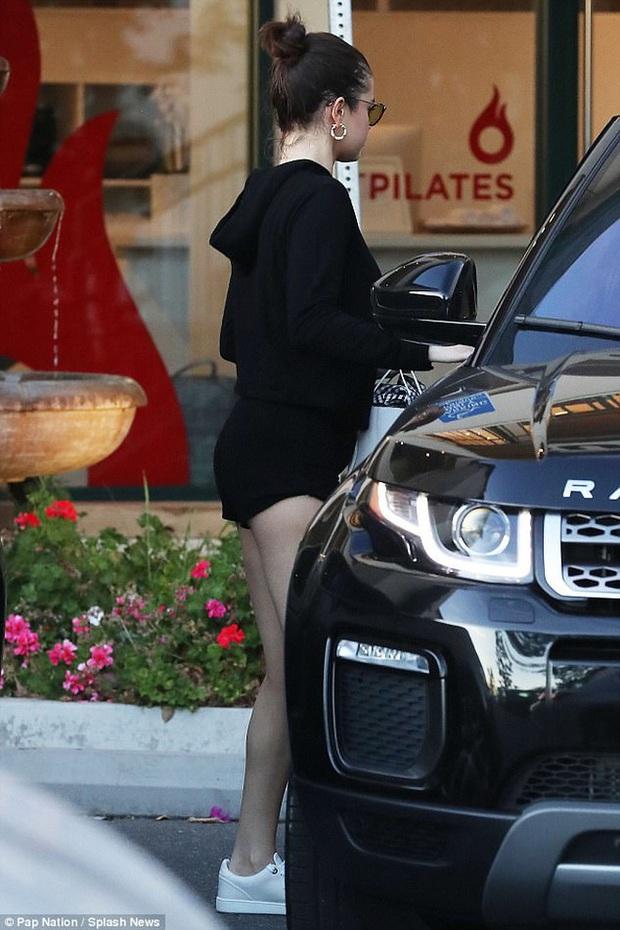 """Netizen ngửi thấy mùi người phụ nữ khác trong bộ đồ đi """"hẹn hò"""" Selena Gomez của Chris Evans - Ảnh 6."""