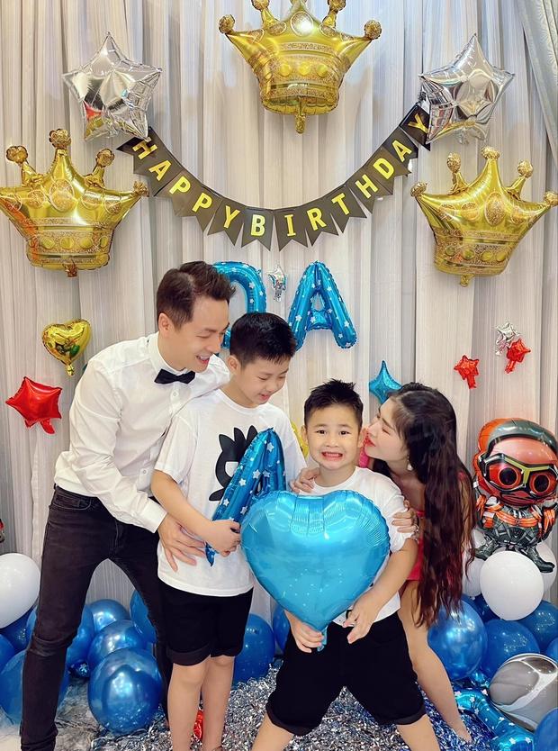 Đăng Khôi - Thuỷ Anh mừng sinh nhật hoành tráng cho con trai trong biệt thự triệu đô, hé lộ sở thích đặc biệt của nhóc tỳ 6 tuổi - Ảnh 2.
