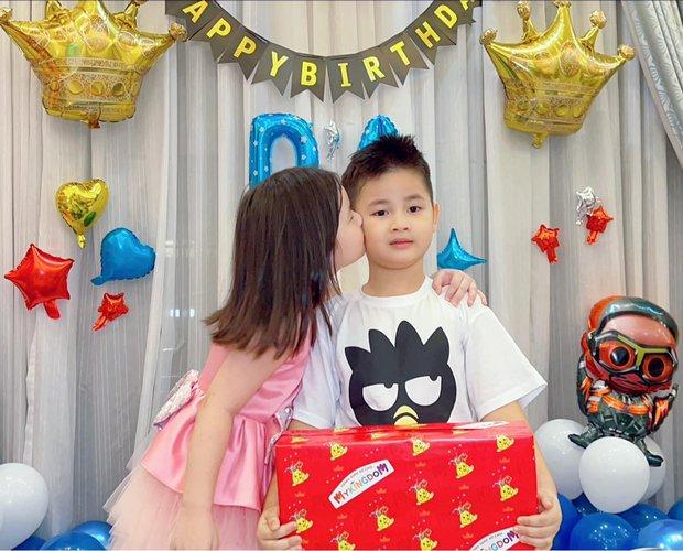 Đăng Khôi - Thuỷ Anh mừng sinh nhật hoành tráng cho con trai trong biệt thự triệu đô, hé lộ sở thích đặc biệt của nhóc tỳ 6 tuổi - Ảnh 3.