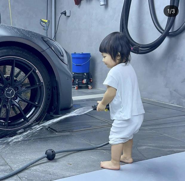 Ái nữ của Cường Đô La xắn quần để rửa siêu xe, 1 đại gia khét tiếng Sài thành vào chốt đơn ngay và luôn!  - Ảnh 3.