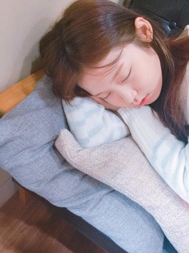 Con gái không muốn nhanh già cần thay đổi ngay 3 thói quen xấu trước khi ngủ - Ảnh 1.