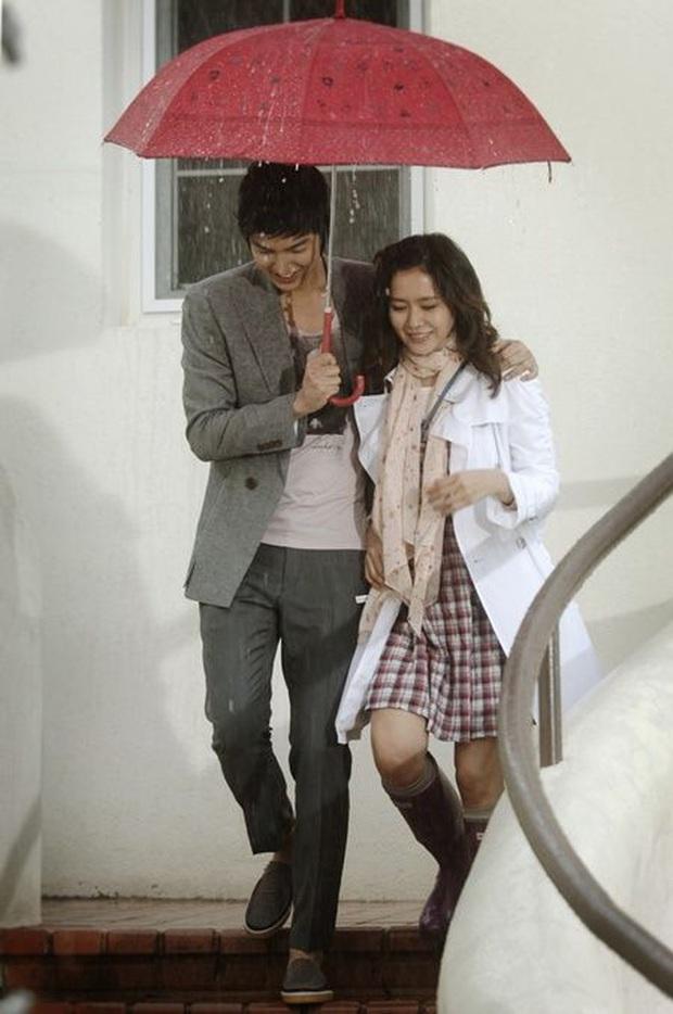 Son Ye Jin có mỗi một kiểu cưa crush mà xài gần 20 năm, tới thời u mê Hyun Bin chị đẹp vẫn chưa bỏ  - Ảnh 3.