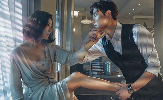 8 phim Hàn là con cưng quốc tế lại bị Knet tẩy chay: Bom tấn của Kim Soo Hyun gợi dục, số 2 còn bị cấm sóng - Ảnh 7.