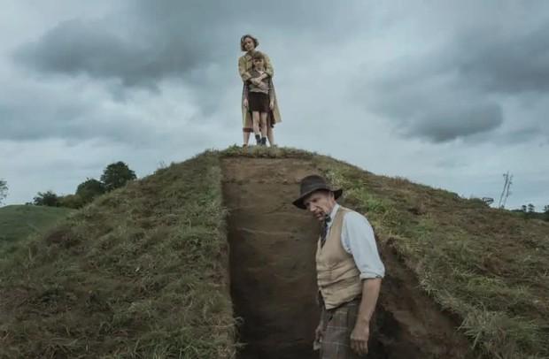 The Dig: Phim buồn man mác dịp đầu năm, có ngay ông chú Voldemort đóng chính đúng chuẩn gừng càng già càng cay! - Ảnh 13.