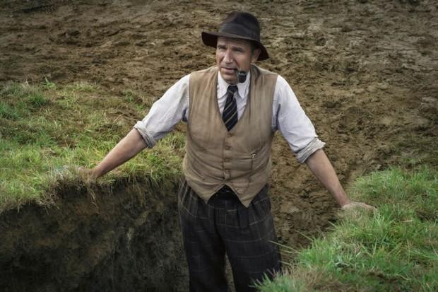 The Dig: Phim buồn man mác dịp đầu năm, có ngay ông chú Voldemort đóng chính đúng chuẩn gừng càng già càng cay! - Ảnh 7.