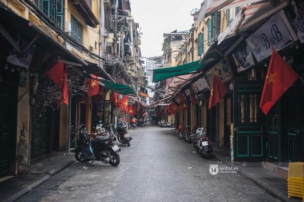 Ảnh: Tình hình quán xá Hà Nội trong ngày đầu thực hiện tạm đóng cửa vũ trường, quán bar và thắt chặt phòng chống dịch Covid-19 - Ảnh 1.