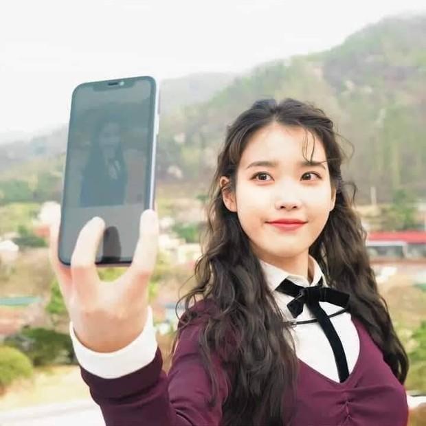 Netizen phát sốt vì trình độ selfie thượng thừa với camera sau iPhone của IU - Ảnh 4.