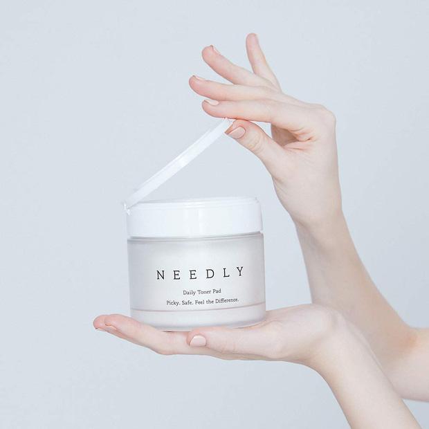 """Makeup artist người Hàn chia sẻ loạt sản phẩm đỉnh cao giúp cô """"cải tạo"""" làn da thâm mụn xấu xí trở nên căng mướt như phủ sương - Ảnh 5."""