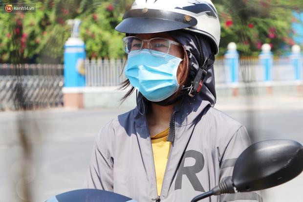ẢNH, CLIP: Lực lượng y tế khử khuẩn, phong tỏa các địa điểm nữ sinh viên ĐH Thủ Dầu Một mắc Covid-19 từng đến - Ảnh 7.