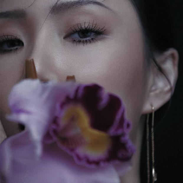 Nữ idol từng bị Knet chê kém sắc lột xác thành em út sexy nhất Kpop, nhưng ai ngờ lại đẹp nhường này trong bộ ảnh mới - Ảnh 6.