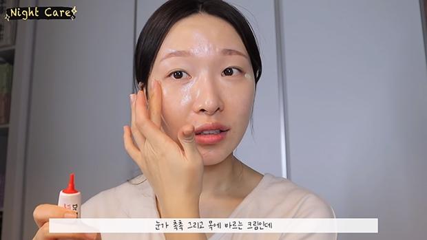 """Makeup artist người Hàn chia sẻ loạt sản phẩm đỉnh cao giúp cô """"cải tạo"""" làn da thâm mụn xấu xí trở nên căng mướt như phủ sương - Ảnh 19."""