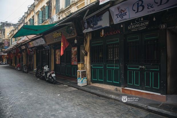 Ảnh: Tình hình quán xá Hà Nội trong ngày đầu thực hiện tạm đóng cửa vũ trường, quán bar và thắt chặt phòng chống dịch Covid-19 - Ảnh 14.