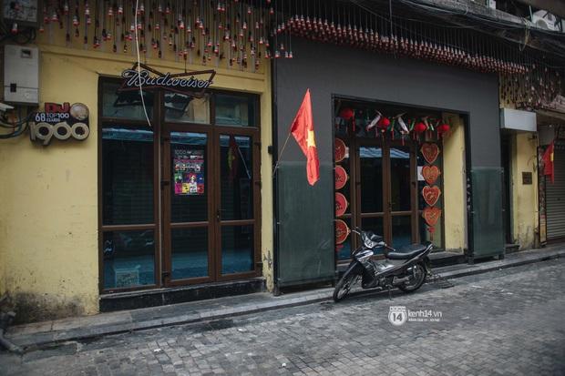 Ảnh: Tình hình quán xá Hà Nội trong ngày đầu thực hiện tạm đóng cửa vũ trường, quán bar và thắt chặt phòng chống dịch Covid-19 - Ảnh 15.