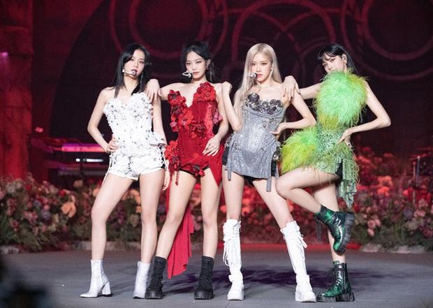 Sân khấu solo của BLACKPINK tại THE SHOW: Jennie cực chặt chém, Rosé được chiếu hẳn VCR, đến Lisa và Jisoo thì YG cứ như... hết tiền? - Ảnh 17.