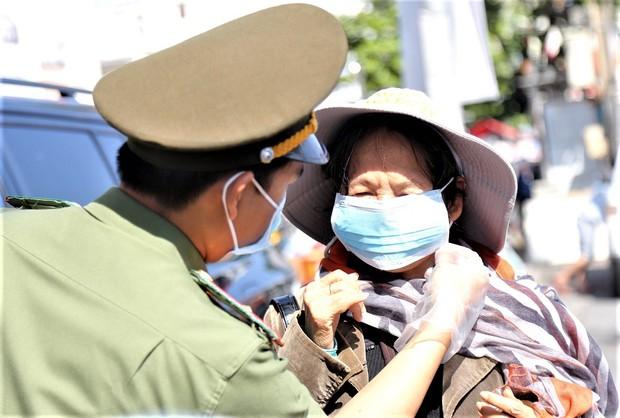 Đà Nẵng sẽ xử phạt 1 đến 3 triệu đồng người không đeo khẩu trang nơi công cộng - Ảnh 1.