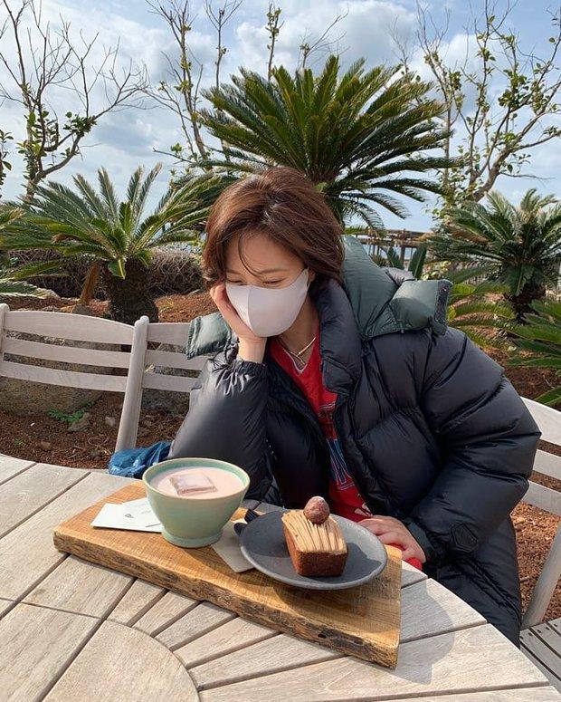 Hwang Jung Eum lần đầu lộ diện sau khi ly hôn chồng đại gia, diện mạo ra sao mà lên cả top Naver? - Ảnh 2.